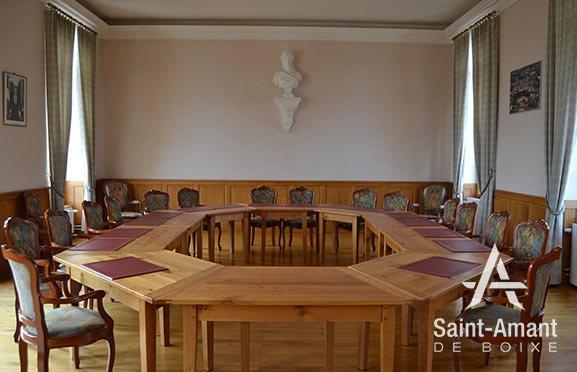 Saint-Amant-de-Boixe-salle-conseil-municipal