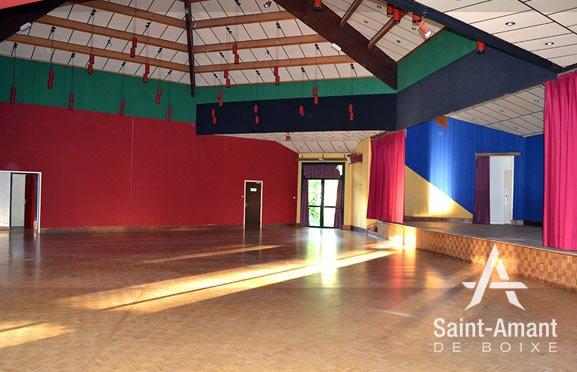 Saint-Amant-de-Boixe-salle-socio-culturelle-interieur-01-v