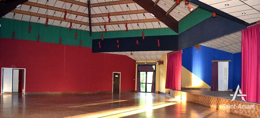 Saint-Amant-de-Boixe-salle-socio-culturelle-interieur-01