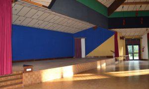Salle-socio-culturelle-estrade-02