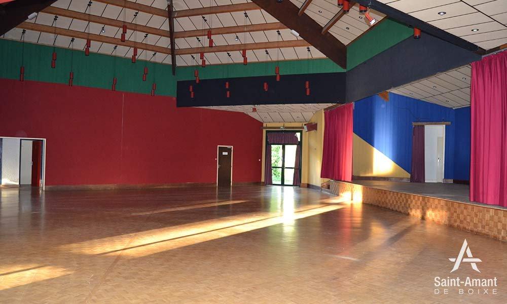 Salle-socio-culturelle-estrade-03